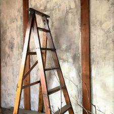 高砂ショウハウスのアンティークはしご