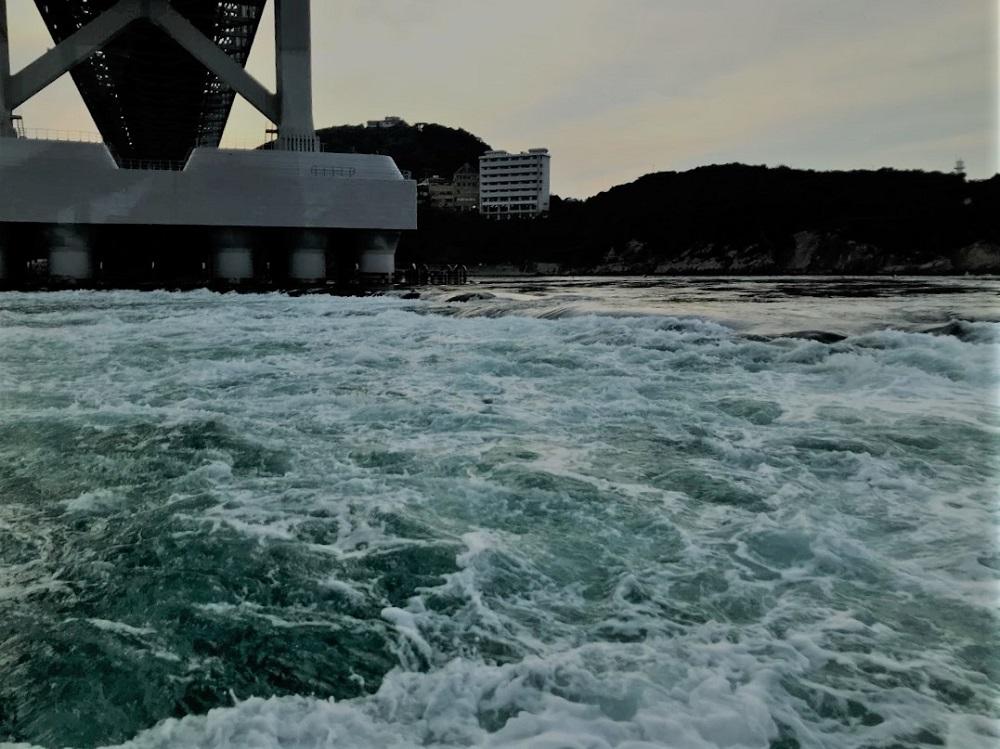 瀬戸内海と紀伊水道の境目、海の段差