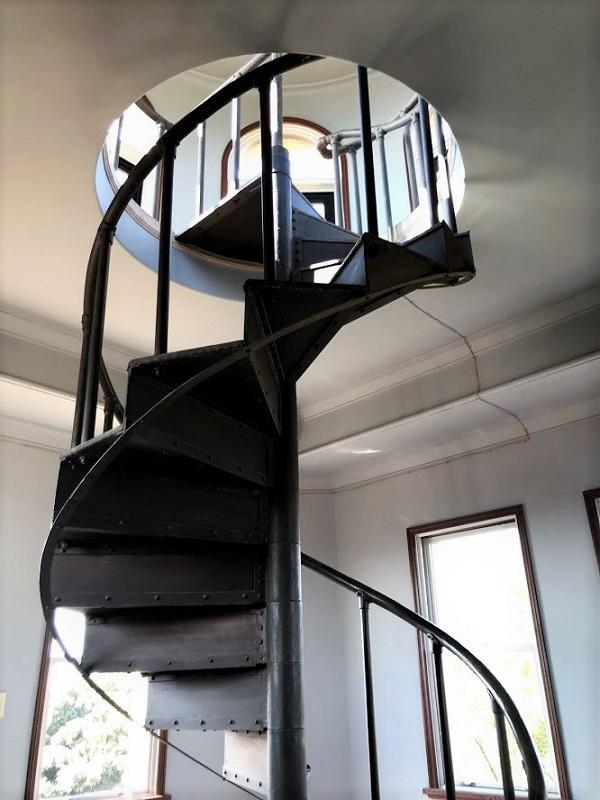 ジェームス邸展望台への螺旋階段
