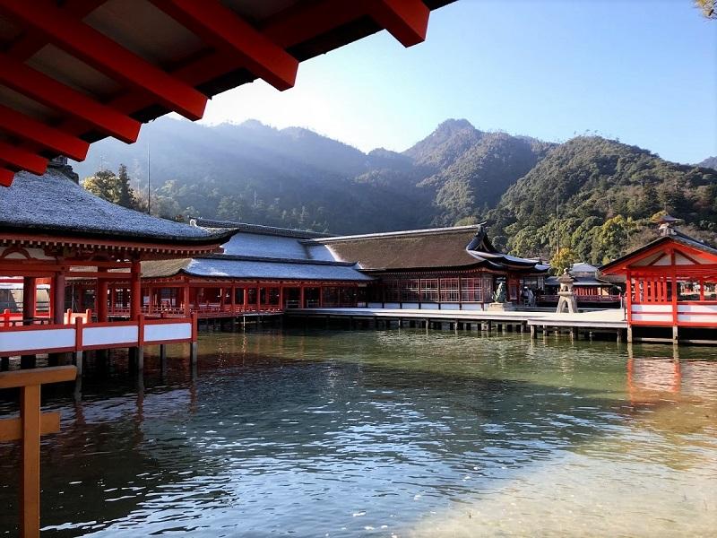 早朝の厳島神社